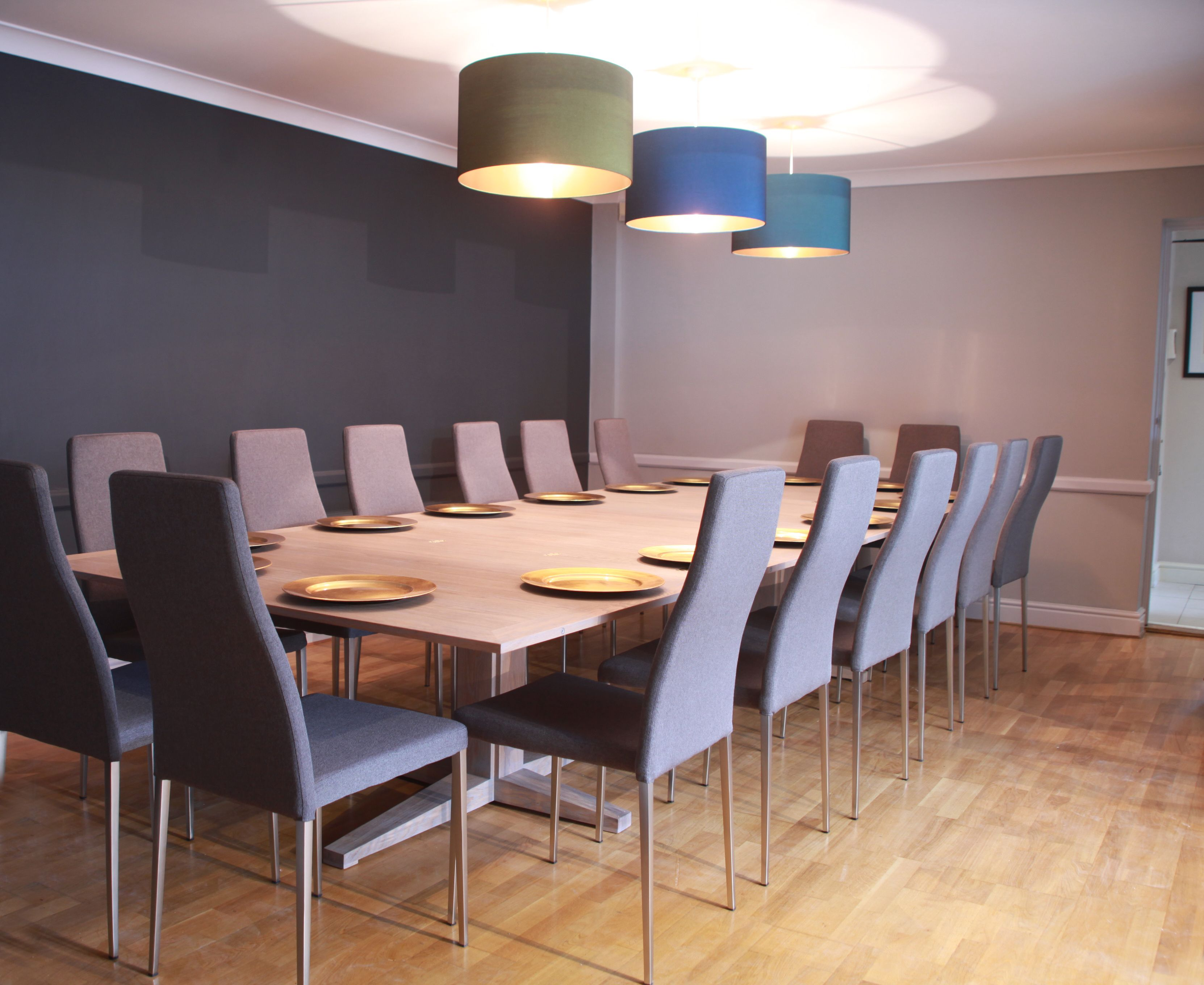 6 - 20 Seater This Enormous Table Cleverly Folds Down Into